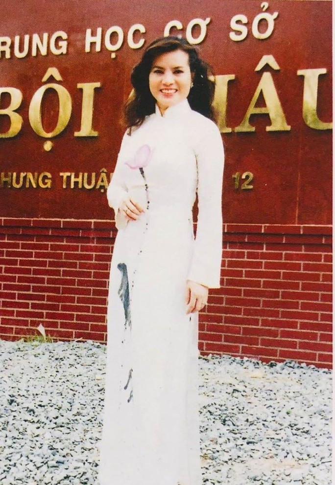 Cuộc thi nhan sắc tạm dừng, Hoa hậu Quý bà không chịu ở không - Ảnh 1.