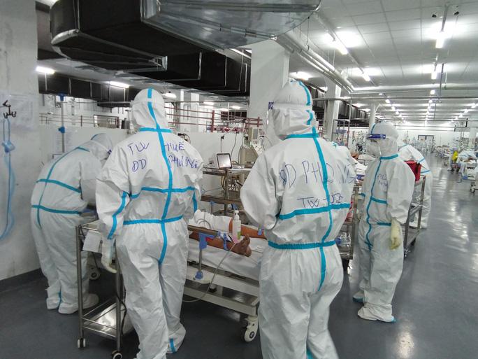 TP HCM: Bên trong bệnh viện dã chiến số 14 chuyên cấp cứu bệnh nhân Covid-19  - Ảnh 7.