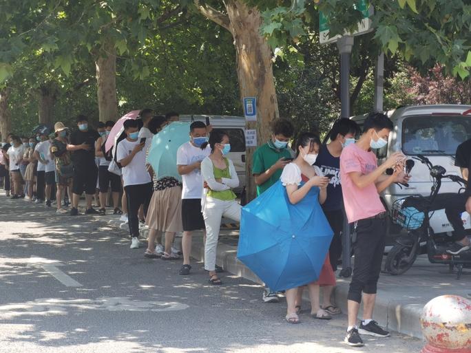 Trung Quốc: Tâm dịch Vũ Hán dậy sóng trở lại - Ảnh 5.