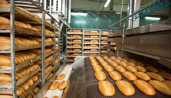 Không có văn bản nào cấm sản xuất bánh mì, đậu hũ, bún... trong thời gian giãn cách xã hội - Ảnh 1.