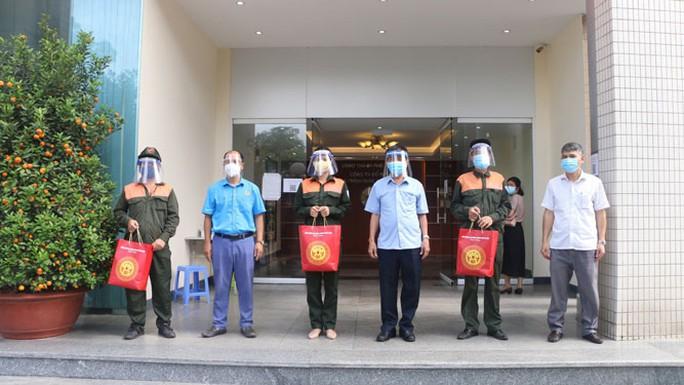 Hà Nội: Trên 6.300 công nhân được Xe buýt siêu thị 0 đồng hỗ trợ - Ảnh 1.