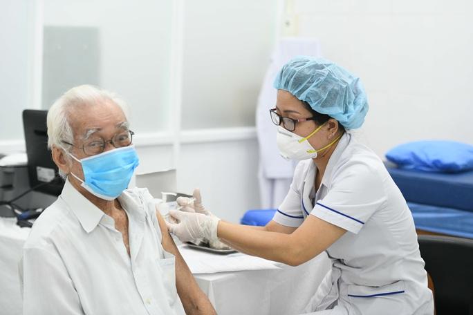 Không tiêm vắc-xin Moderna cho người đã tiêm mũi 1 AstraZeneca - Ảnh 1.