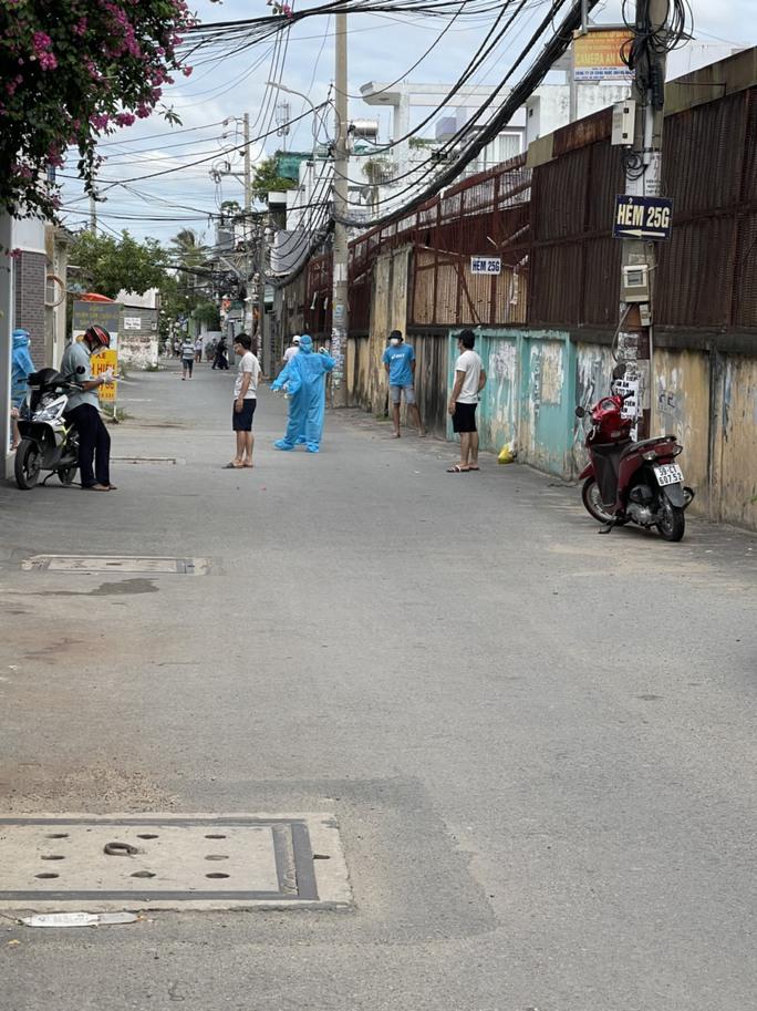 TP HCM: Phát hiện ổ dịch mới trong khu dân cư ở quận 4 - Ảnh 1.