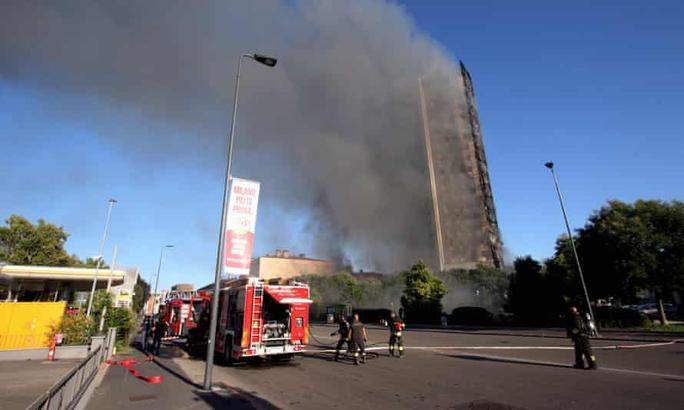 Ý: Tòa nhà 20 tầng bốc cháy ngùn ngụt - Ảnh 5.
