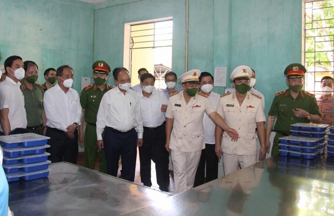 Chủ tịch nước Nguyễn Xuân Phúc quyết định đặc xá cho hơn 3.000 phạm nhân - Ảnh 1.