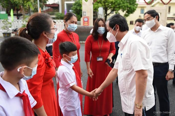 Bộ trưởng Nguyễn Kim Sơn: Lùi năm học mới tại những tỉnh Covid-19 phức tạp - Ảnh 1.
