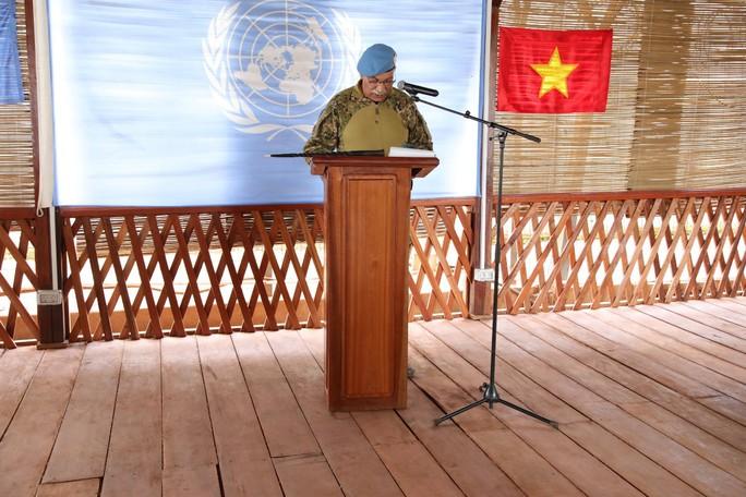 Trang nghiêm lễ chào cờ Việt Nam tại Cộng hòa Trung Phi - Ảnh 5.