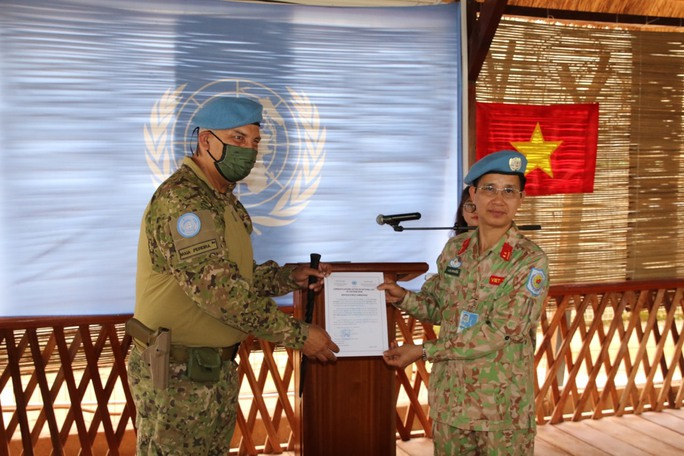 Trang nghiêm lễ chào cờ Việt Nam tại Cộng hòa Trung Phi - Ảnh 8.