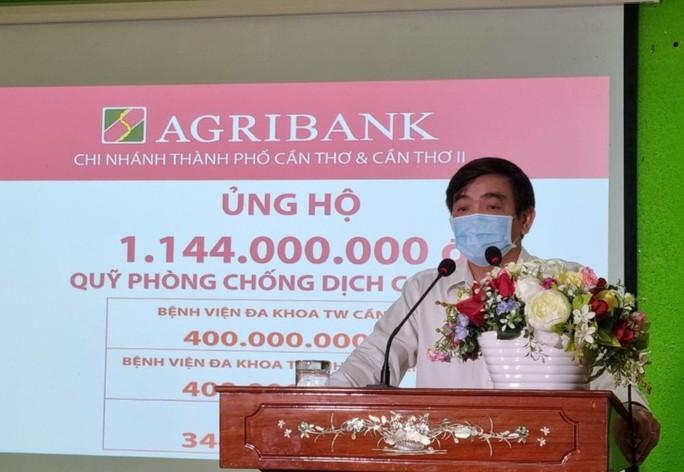 Chi nhánh Agribank ở Cần Thơ, Sóc Trăng tiếp tục ủng hộ quỹ phòng, chống dịch Covid-19. - Ảnh 2.