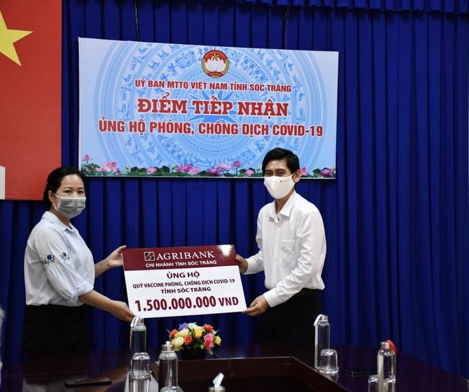Chi nhánh Agribank ở Cần Thơ, Sóc Trăng tiếp tục ủng hộ quỹ phòng, chống dịch Covid-19. - Ảnh 4.