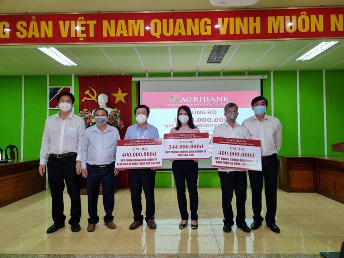 Chi nhánh Agribank ở Cần Thơ, Sóc Trăng tiếp tục ủng hộ quỹ phòng, chống dịch Covid-19. - Ảnh 1.