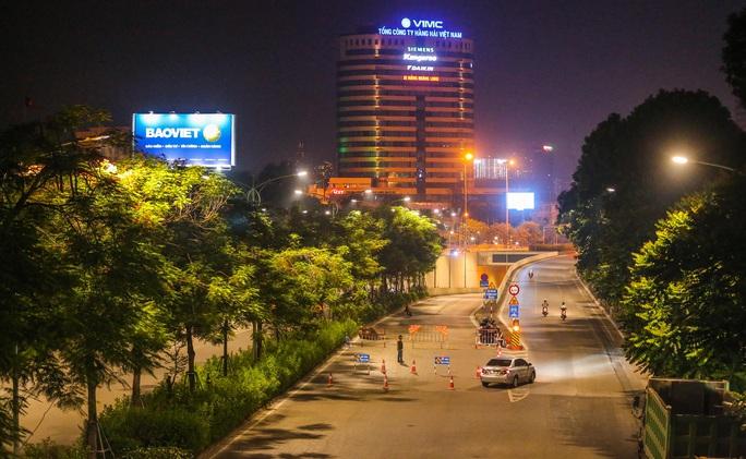 CLIP: Hàng chục công nhân xuyên đêm tu sửa hầm Kim Liên để bàn giao đúng tiến độ - Ảnh 2.