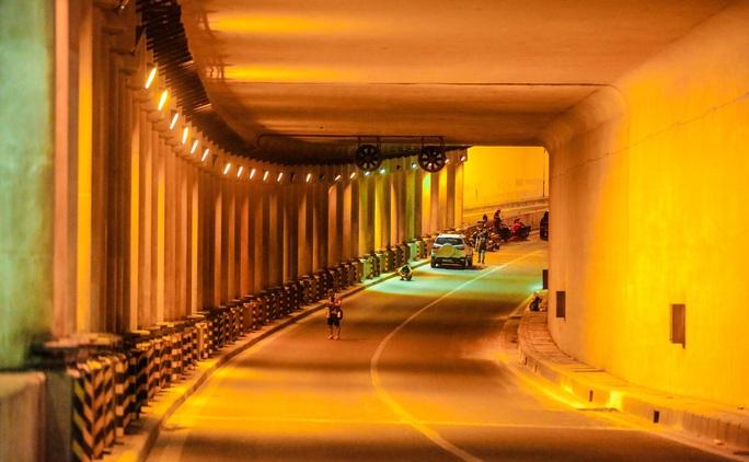 CLIP: Hàng chục công nhân xuyên đêm tu sửa hầm Kim Liên để bàn giao đúng tiến độ - Ảnh 6.