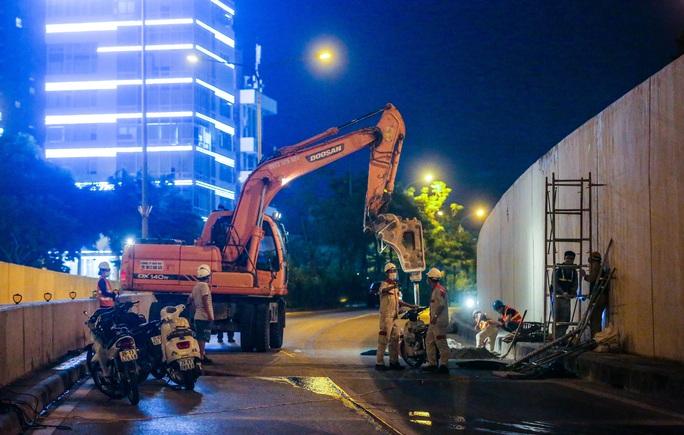 CLIP: Hàng chục công nhân xuyên đêm tu sửa hầm Kim Liên để bàn giao đúng tiến độ - Ảnh 7.