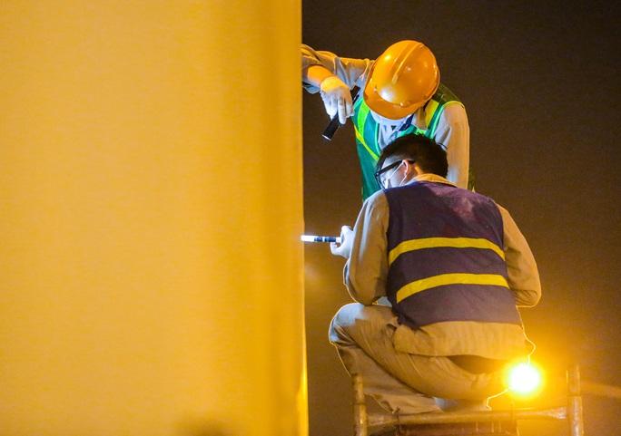 CLIP: Hàng chục công nhân xuyên đêm tu sửa hầm Kim Liên để bàn giao đúng tiến độ - Ảnh 14.