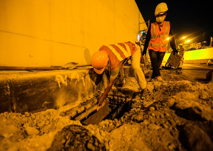 CLIP: Hàng chục công nhân xuyên đêm tu sửa hầm Kim Liên để bàn giao đúng tiến độ - Ảnh 12.