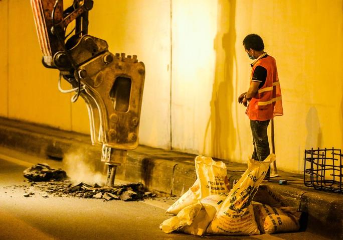 CLIP: Hàng chục công nhân xuyên đêm tu sửa hầm Kim Liên để bàn giao đúng tiến độ - Ảnh 11.