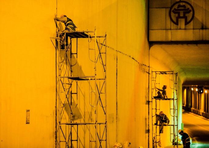 CLIP: Hàng chục công nhân xuyên đêm tu sửa hầm Kim Liên để bàn giao đúng tiến độ - Ảnh 8.
