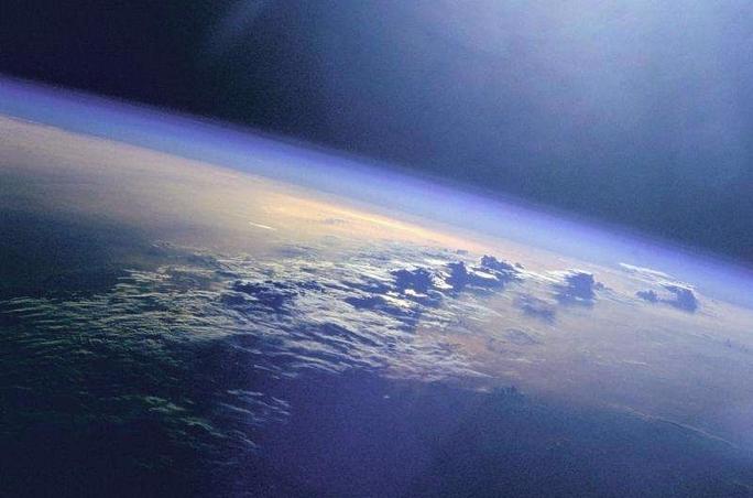 Sốc: Trái Đất đang quay chậm lại vì mặt trăng bỏ chạy - Ảnh 1.