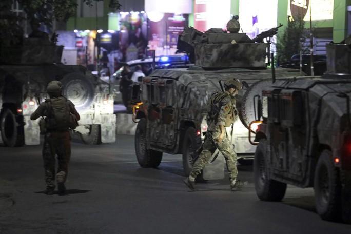 Mỹ rời đi, thủ đô Afghanistan đối mặt nguy cơ thất thủ - Ảnh 2.