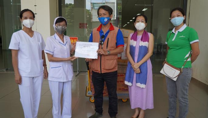 Thực phẩm miễn phí đến Bệnh viện Dã chiến thu dung điều trị Covid-19 số 2 - Ảnh 5.