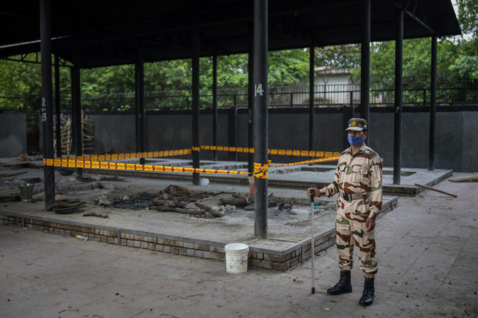 Ấn Độ: Bé gái 9 tuổi bị cưỡng hiếp tập thể và thiêu xác - Ảnh 1.