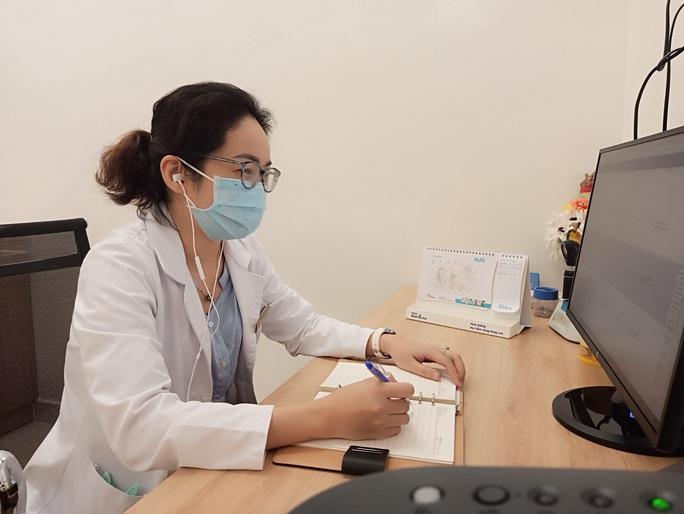 Hơn 2.000 nhân viên y tế hỗ trợ từ xa cho 49.000 bệnh nhân Covid-19 - Ảnh 1.