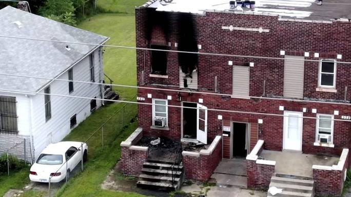 Mỹ: Mẹ xông vào cứu bất thành, 5 đứa con chết trong hoả hoạn - Ảnh 1.