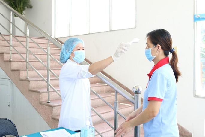 Lo ảnh hưởng đến sản xuất, doanh nghiệp xin được xã hội hóa việc tiêm vắc-xin - Ảnh 1.