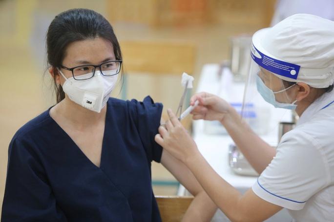 Không giới hạn số lượng người tiêm trong mỗi buổi tiêm chủng vắc-xin Covid-19 - Ảnh 1.