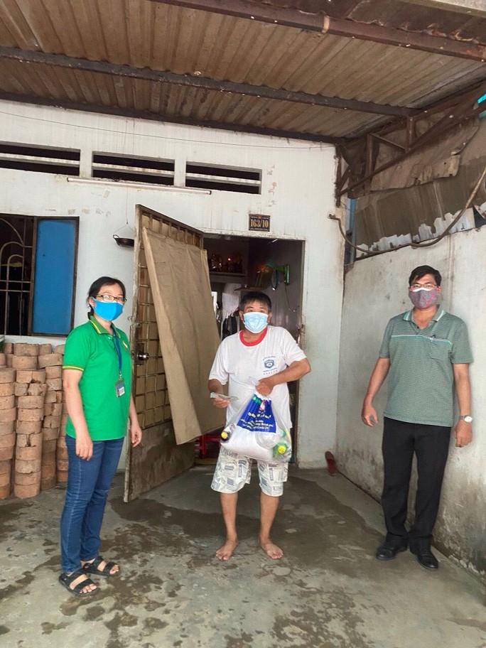 TP HCM chuyển nhanh tiền hỗ trợ đến tay người dân - Ảnh 1.