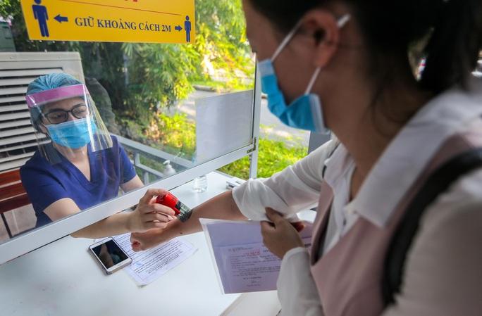 CLIP: Hơn 1.000 thai phụ ở Hà Nội được tiêm vắc-xin Covid-19 - Ảnh 4.