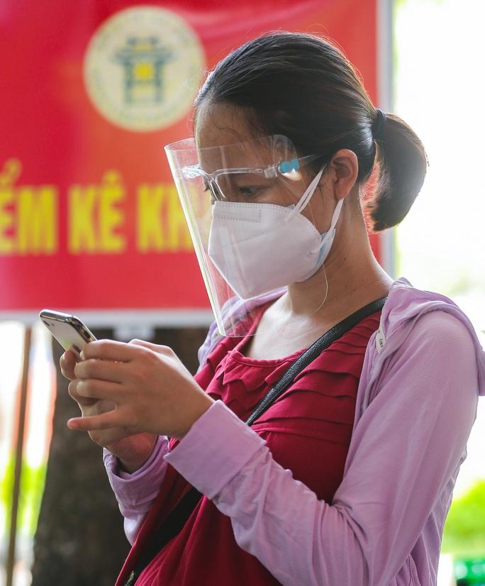 CLIP: Hơn 1.000 thai phụ ở Hà Nội được tiêm vắc-xin Covid-19 - Ảnh 3.