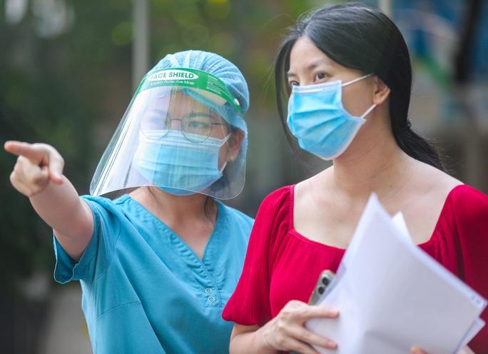 CLIP: Hơn 1.000 thai phụ ở Hà Nội được tiêm vắc-xin Covid-19 - Ảnh 5.