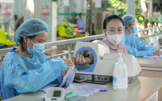 CLIP: Hơn 1.000 thai phụ ở Hà Nội được tiêm vắc-xin Covid-19 - Ảnh 8.