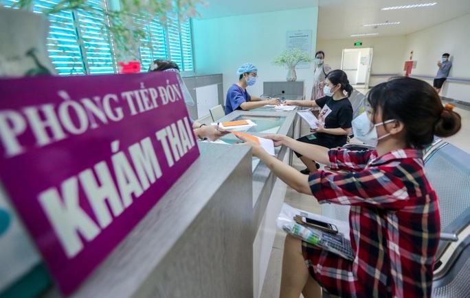 CLIP: Hơn 1.000 thai phụ ở Hà Nội được tiêm vắc-xin Covid-19 - Ảnh 6.