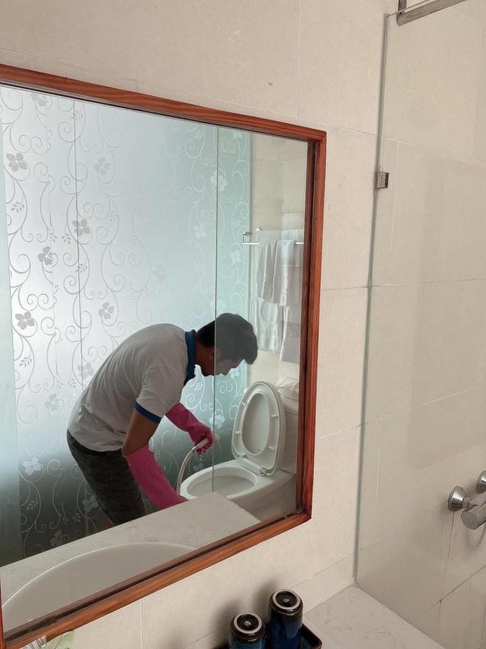 Lương Bằng Quang - Ngân 98... dọn phòng, chà toilet kiếm sống - Ảnh 1.