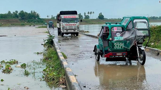 Siêu bão cực mạnh đổ bộ Philippines, sức gió hủy diệt 260 km/giờ - Ảnh 1.