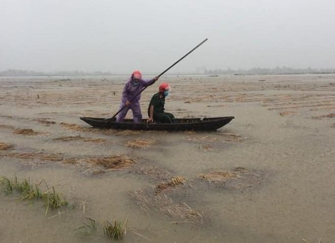 Quảng Ngãi mưa trắng trời, nhiều nơi ngập nặng, lũ lên nhanh - Ảnh 7.