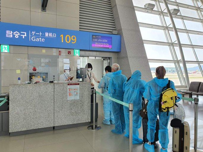 Hai chuyến bay thí điểm hộ chiếu vắc-xin với công dân từ Mỹ về nước - Ảnh 3.