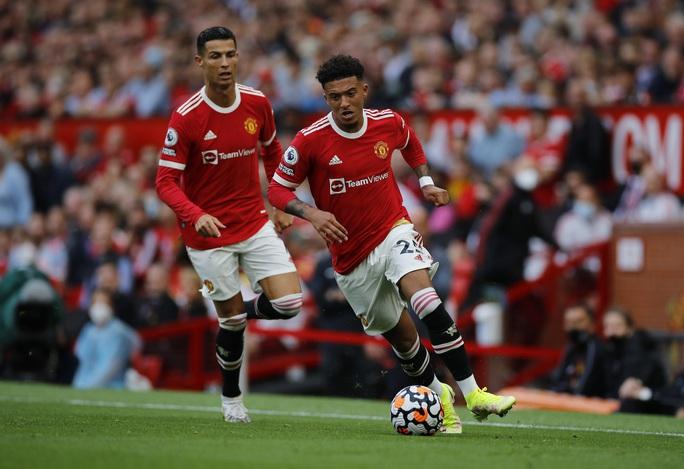 Ronaldo phô diễn đẳng cấp, Man United thắng giòn giã lên ngôi đầu - Ảnh 1.