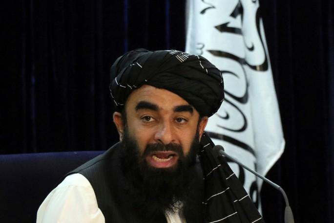 Lộ clip rùng rợn quay lại cảnh Taliban chặt đầu binh sĩ Afghanistan  - Ảnh 1.