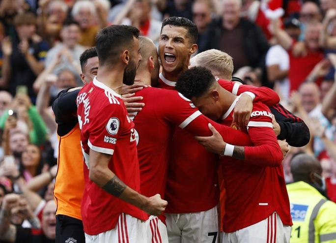 Ronaldo phô diễn đẳng cấp, Man United thắng giòn giã lên ngôi đầu - Ảnh 8.