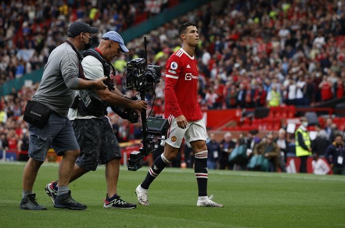 Ronaldo phô diễn đẳng cấp, Man United thắng giòn giã lên ngôi đầu - Ảnh 9.