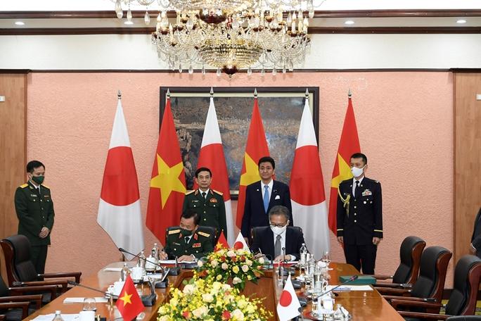 Việt Nam - Nhật Bản ký thỏa thuận chuyển giao thiết bị và công nghệ quốc phòng - Ảnh 6.
