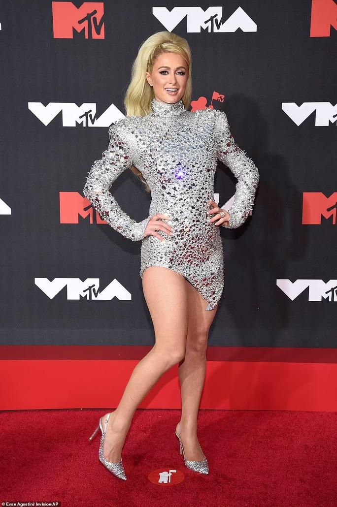 """Minh tinh Megan Fox lại """"mặc như không"""" trên thảm đỏ - Ảnh 5."""
