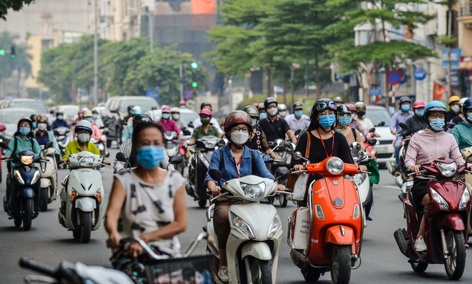 CLIP: Cảnh đường phố Hà Nội đông đúc trong ngày đầu tuần - Ảnh 5.