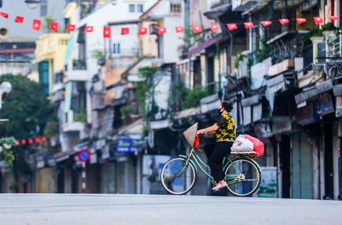 Phó Chủ tịch Hà Nội nói về giãn cách, chống dịch sau 15-9 và 21-9 - Ảnh 1.