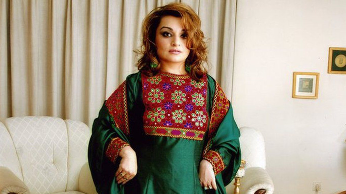 Phụ nữ Afghanistan phản đối Taliban đụng vào quần áo - Ảnh 2.