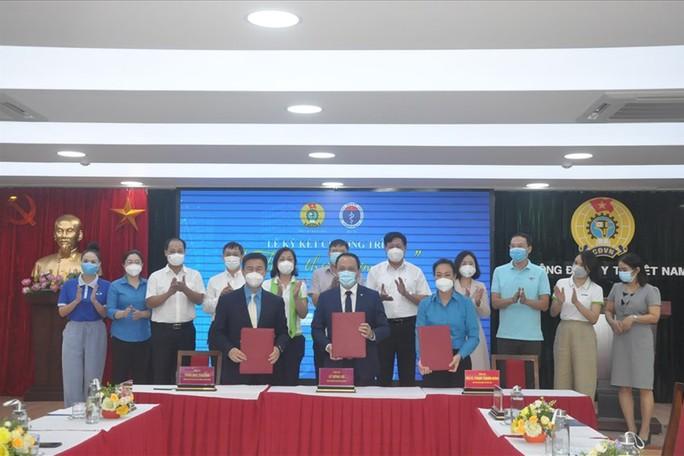 Trao 100.000 suất ăn thảo thơm cơm nhà cho cán bộ y tế tuyến đầu ở các tỉnh phía Nam - Ảnh 1.